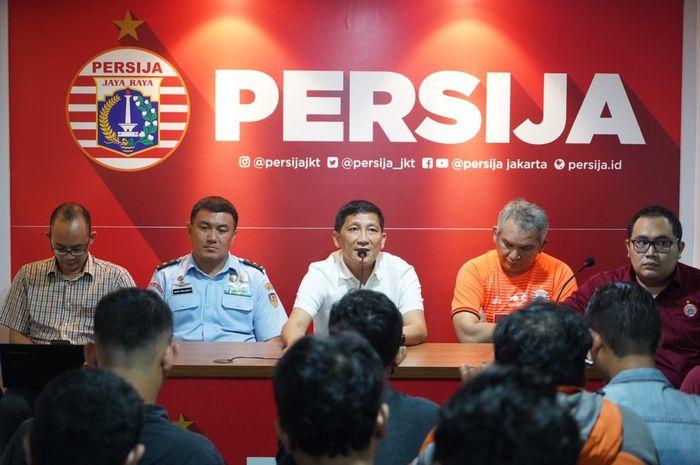 Manajemen Persija Jakarta melakukan sesi jumpa pers jelang pertandingan menghadapi Persib Bandung