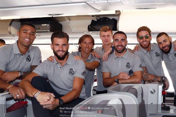 Pemain Real Madrid dalam perjalanan di pesawat menuju Montreal, Kanada.