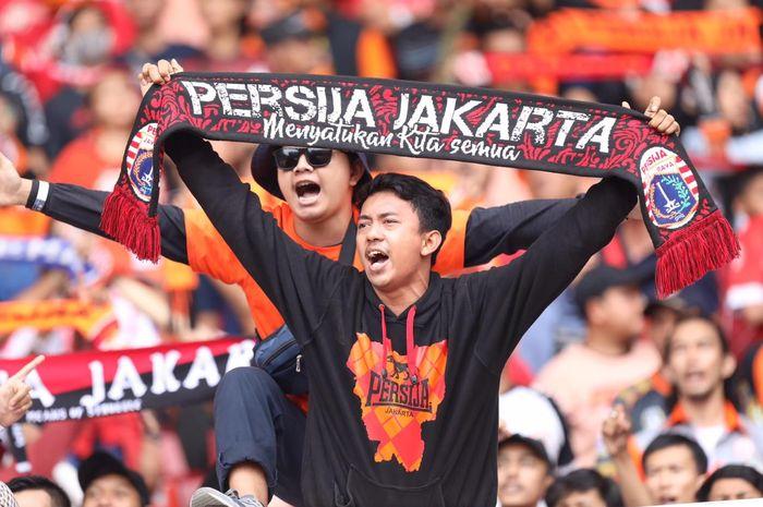 Pendukung Persija memberikan dukungan buat tim dalam duel kontra Persib Bandung pada pekan kedelapan Liga 1 2019 di Stadion SUGBK, Rabu (10/7/2019).