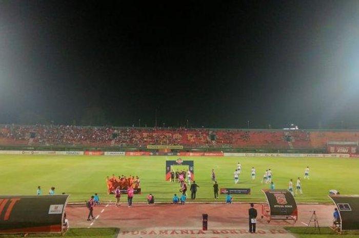Suasana pertandingan Borneo FC melawan PSIS Semarang pada pekan kedelapan Liga 1 2019 di Stadion Segiri, Samarinda, Rabu (10/7/2019).