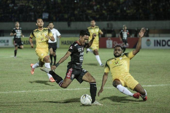 Bek Kanan Bali United I Made Andhika Wijaya Pada Laga Barito Putera vs Bali United Minggu (14/7/2019)