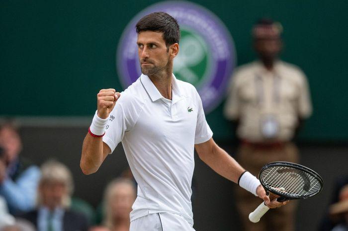 Novak Djokovic (Serbia) saat tampil pada partai final nomor tunggal putra Wimbledon 2019, Minggu (14/7/2019)