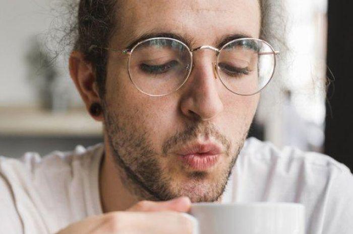 4 bahaya meniup makanan dan minuman panas.