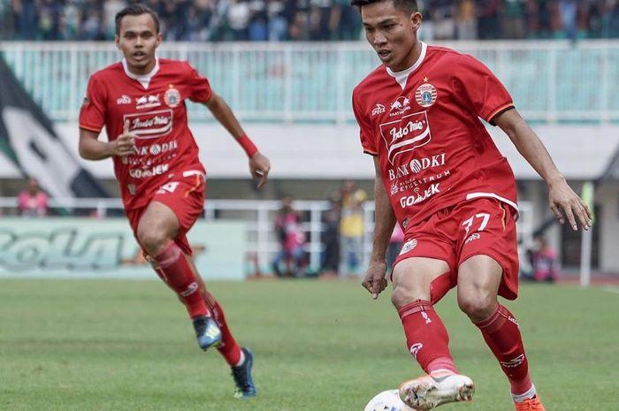 Pemain Persija Jakarta, Yogi Rahadian, bersama Rezaldi Hehanussa saat melawan Tira Persikabo