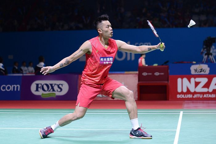 Pebulutangkis putra China, Lin Dan saat melawan wakil Kanada, Jason Anthony Ho-Shue, dalam Blibli Indonesia Open 2019 part of HSBC BWF World Tour Super 1000 di Senayan, Jakarta, Selasa (16/7/2019) Lin Dan maju ke babak selanjutnya setelah menang 14-21 21-16 21-16.
