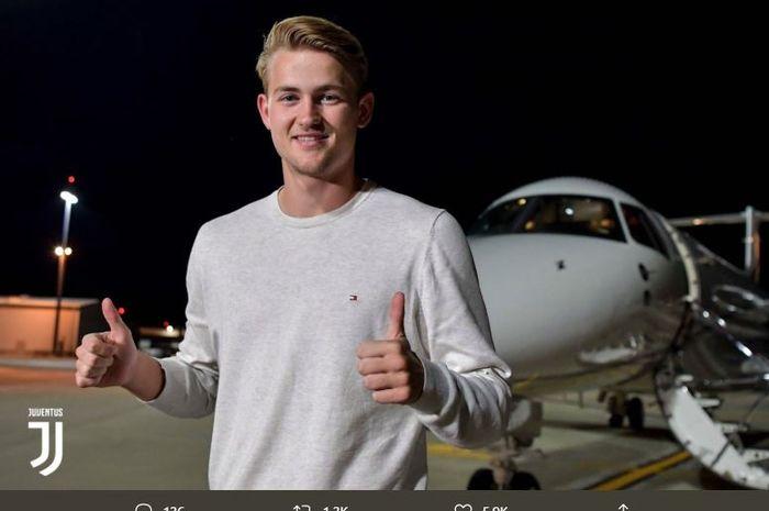 Bek tengah Ajax Amsterdam, Matthijs de Ligt, tiba di Turin menjelang kepindahannya ke Juventus.
