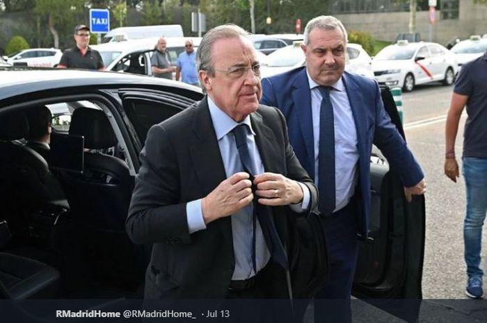 Presiden Real Madrid, Florentino Perez (depan).