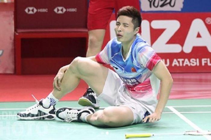 Pebulu tangkis tunggal putra China, Shi Yuqi, gagal melanjutkan pertandingan babak kedua Indonesia Open 2019 melawan Anders Antonsen karena cedera pergelangan kaki.