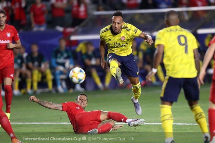 Striker Arsenal, Pierre-Emerick Aubameyang, pada laga melawan Bayern Muenchen di  International Champions Cup di Dignity Health Tennis Center, Kamis (18/7/2019) pukul 10.00 WIB.