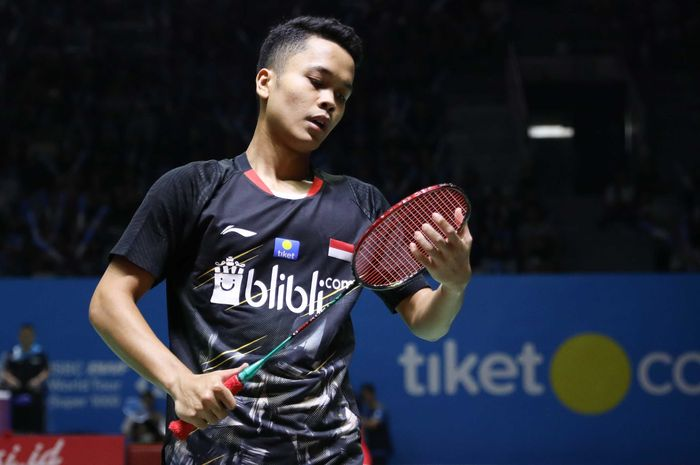 Ekspresi pebulu tangkis tunggal putra Indonesia, Anthony Sinisuka Ginting, saat bermain pada babak kedua Indonesia Open 2019 di Istora Senayan. Jakarta, Kamis (18/7/2019).