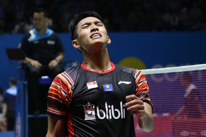 Ekspresi pemain Indonesia, Jonatan Christie, saat bertanding pada babak perempat final Indonesia Open 2019 di Istora Senayan, Jakarta, Jumat (19/7/2019).