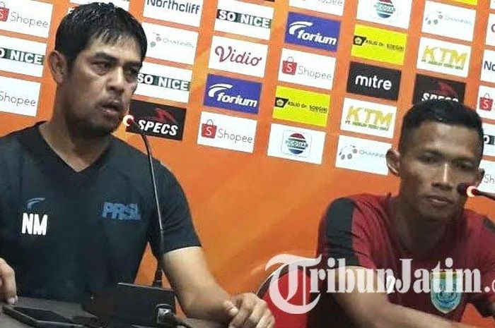 Pelatih Persela Lamongan, Nil Maizar saat jumpa pers jelang laga Persela vs Bali United di Lamongan, Rabu (17/7/2019).