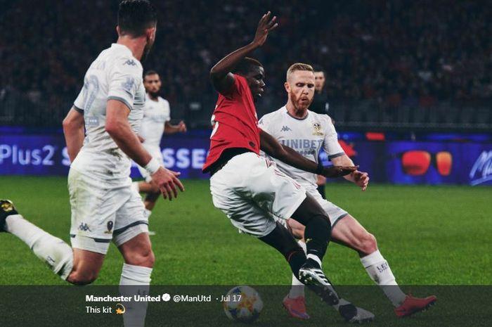 Gelandang Manchester United, Paul Pogba (kedua dari kanan).