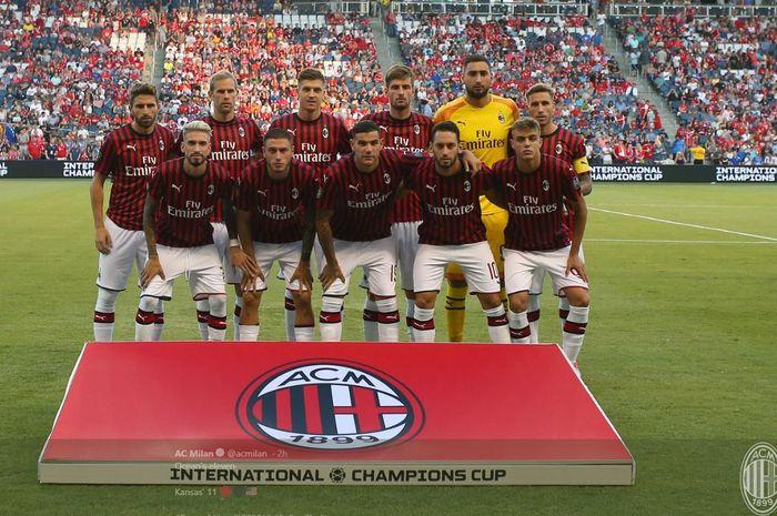 Personel skuad AC Milan berpose menjelang duel kontra Bayern Muenchen dengan menampilkan Daniel Maldini (kanan bawah) sebagai starter.
