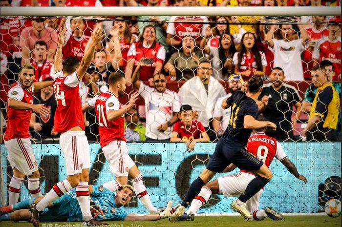 Penyerang Real Madrid, Gareth Bale (kedua dari kanan), mencetak gol ke gawang Arsenal dalam laga International Champions Cup 2019 di FedEx Field, 23 Juli 2019.