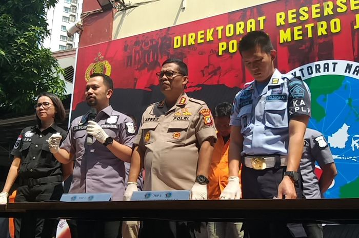 Ditresnarkoba Polda Metro Jaya bersama Kombespol Argo Yuwono saat rilis pengembangan kasus narkoba Nunung, di Polda Metro Jaya, Jakarta Selatan, Kamis (25/7/2019).