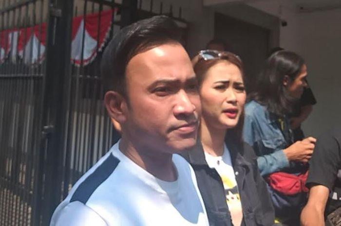 Ruben Onsu dan Vega Darwanti saat menjenguk Nunung di Polda Metro Jaya, Kamis (25/7/2019)