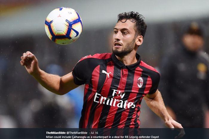 Pemain AC Milan, Hakan Calhanoglu.