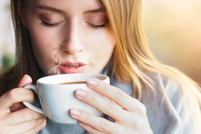 Waspada! Kebiasaan Minum Kopi di Pagi Hari dengan Perut Kosong Bikin Tubuh Jadi Stress.