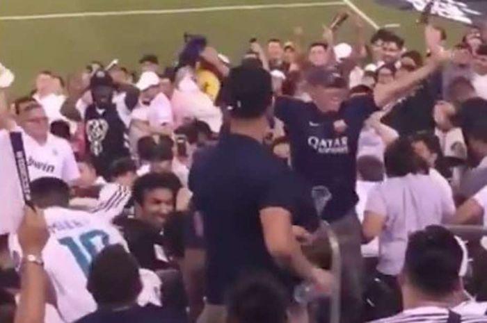 Seorang fan Barcelona dilempari botol oleh suporter Real Madrid setelah memamerkan jersey Lionel Messi.