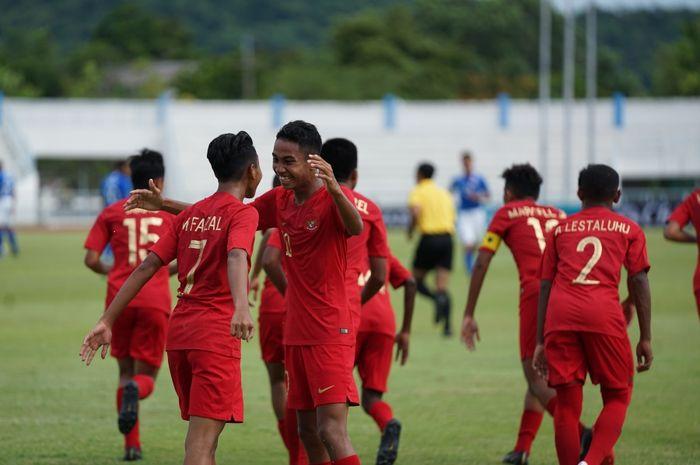 Para pemain Timnas U-15 Indonesia ketika menghadapi Singapura