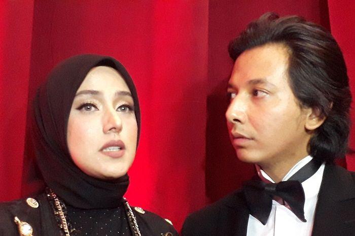Fairuz A Rafiq dan Sonny Septian saat ditemui tim Grid.ID usai hadiri Insert 16th Anniversary di kawasan Tendean, Jakarta Selatan pada Selasa (30/7/2019). (Grid.ID/Rangga Gani Satrio)