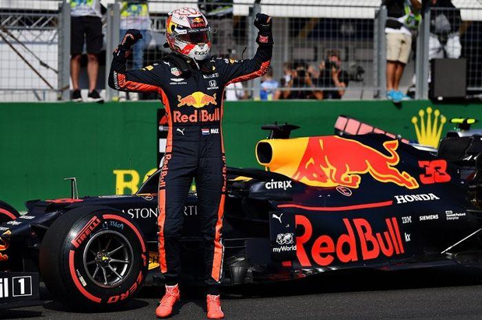 Selebrasi Max Verstappen (Red Bull Racing) setelah memastikan diri meraih pole position pada F1 GP Hungaria 2019, Sabtu (3/8/2019)
