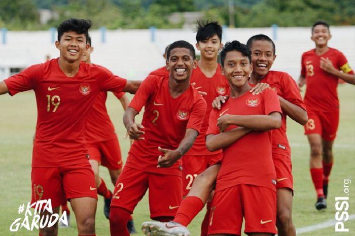 Sejumlah pemain Timnas U-15 Indonesia bergaya di Piala AFF U-15 2019.