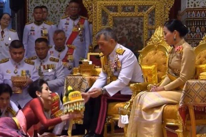 Image result for Potret Cantiknya Sineenat Wongvajirapakdi Mantan Pacar Raja Thailand