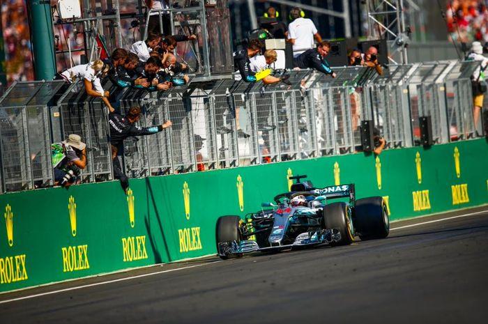 Aksi pembalap Mercedes, Lewis Hamilton pada seri F1 Hungaria 2019, Minggu (4/8/2019)