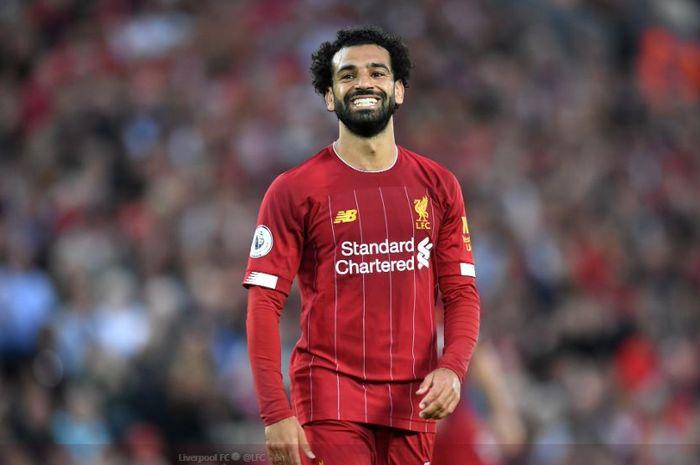 Penyerang Liverpool FC, Mohamed Salah, tersenyum dalam laga pekan pertama Liga Inggris kontra Norwich City di Stadion Anfiel, Sabtu (10/8/2019).