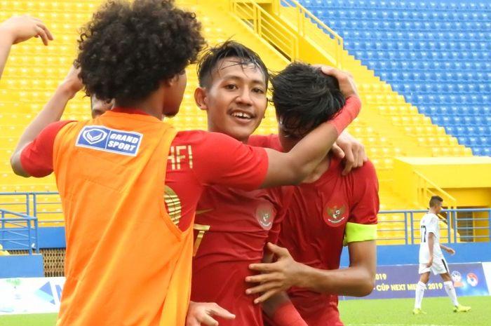 Pemain timnas U-18 Indonesia merayakan kemenangan atas Timor Leste pada laga kedua Piala AFF U-18 2019, Kamis (8/8/2019).