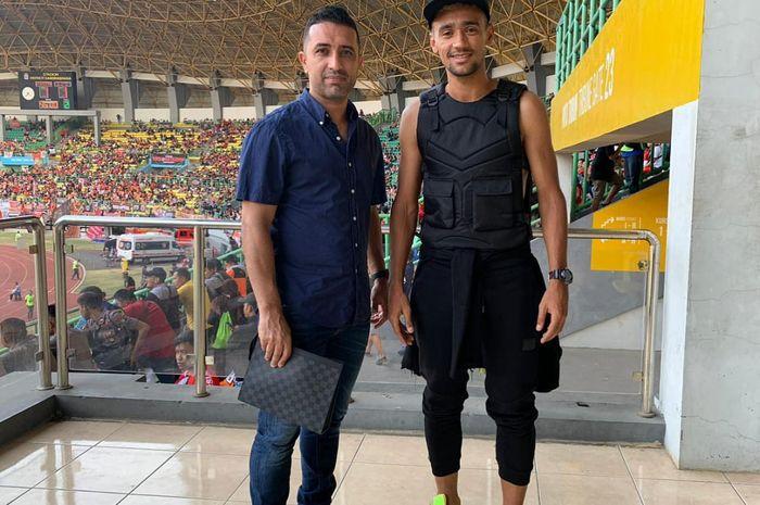 Bruno Matos bersama agennya, Fabio Barbosa jadi penonton laga Persija Jakarta kontra Bhayangkara FC di Stadion Patriot Chandrabhaga, Kota Bekasi, Sabtu (10/8/2019).