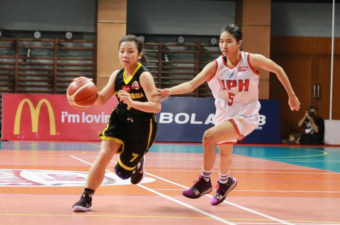 Aksi LIMA Basketball Nationals 2019 antara Universitas Pelita Harapan dan Universitas Airlangga, Minggu (11/8/2019).