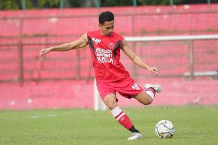 Bek kiri PSM Makassar, Reva Adi Utama, dikabarkan akan merapat ke Persija Jakarta