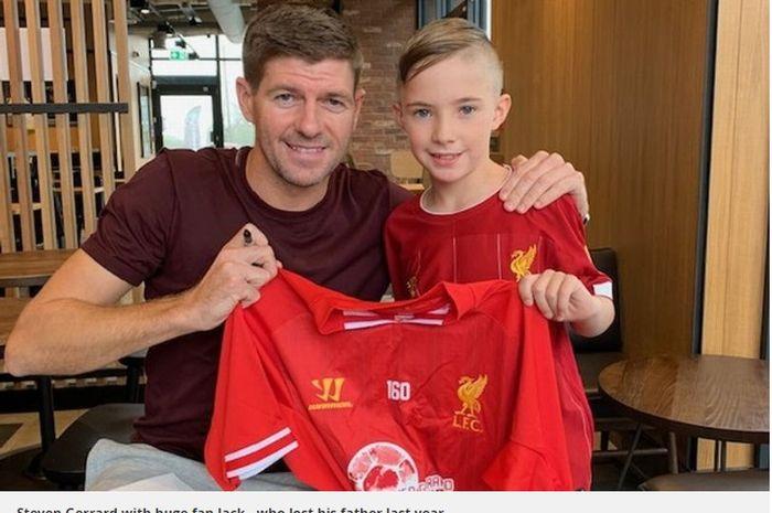 Steven Gerrard bertemu dengan salah satu anak dari fans yang meninggal akibat depresi.