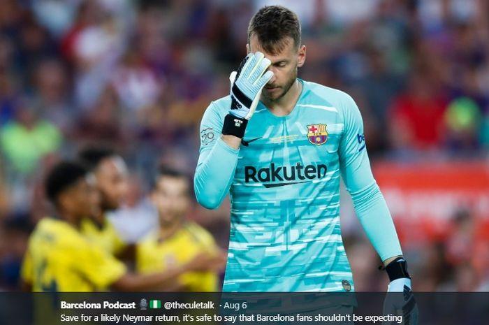 Kiper anyar Barcelona, Neto, terpaksa abesn selama dua bulan akibat cedera pergelangan tangan kiri.