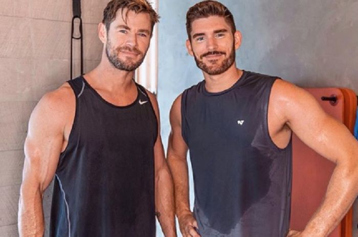 Aktor Chris Hemsworth (kiri) bersama youtuber asal Amerika Serikat yang menjalani program pelatihan 90 hari untuk membentuk tubuh ideal, Erik Conover.