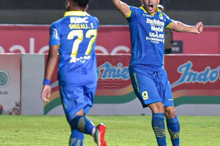 Pemain Persib Bandung, Ghozali Siregar, merayakan gol yang dicetaknya ke gawang Borneo FC pada pekan ke-14 Liga 1 2019.