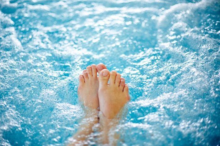 Ilustrasi berendam di air hangat