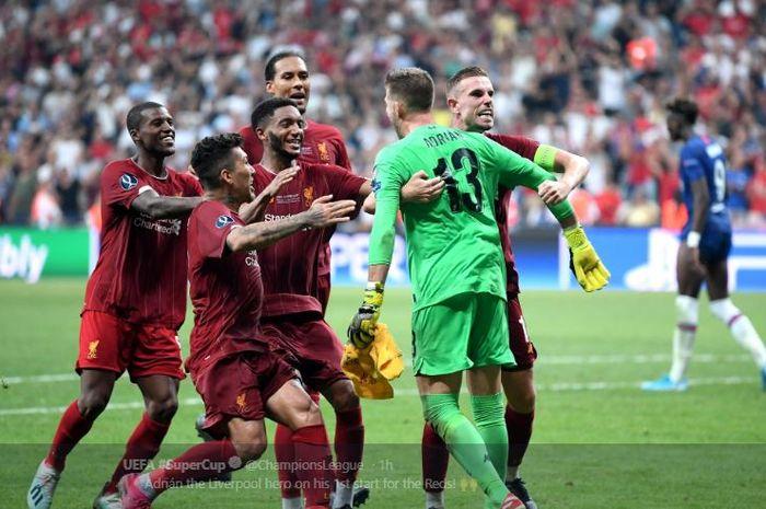 Ekspresi Kiper Liverpool FC, Adrian San Miguel, mementahkan tendangan penalti striker Chelsea Tammy Abraham, dalam laga Piala Super Eropa 2019 di BJK Vodafone Park, 15 Agustus 2019.