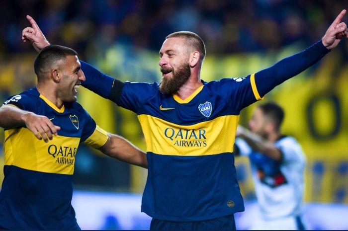Daniele De Rossi usai mencetak gol