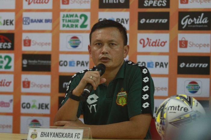 Caretaker Bhayangkara FC, Yeyen Tumena saat memberikan keterangan pers seusai laga kontra Perseru Badak Lampung FC, Jumat (16/8/2019).