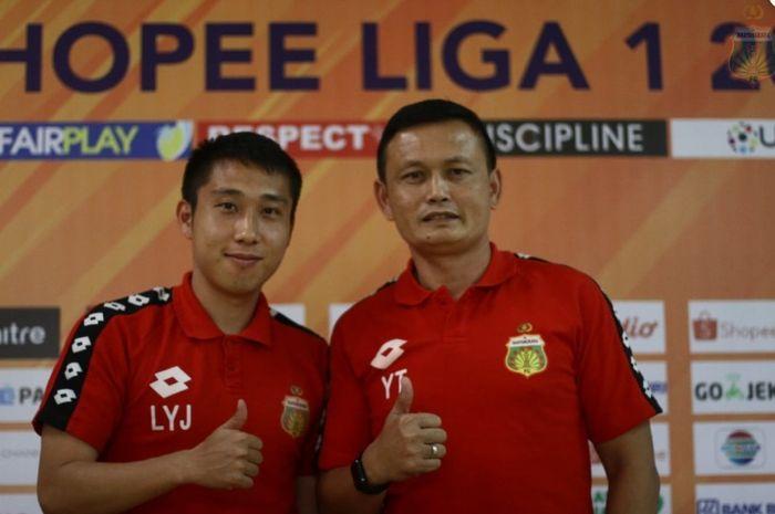 Lee Yoo-joon dan Yeyen Tumena dalam persiapan Bhayangkara FC vs Perseru Badak Lampung FC