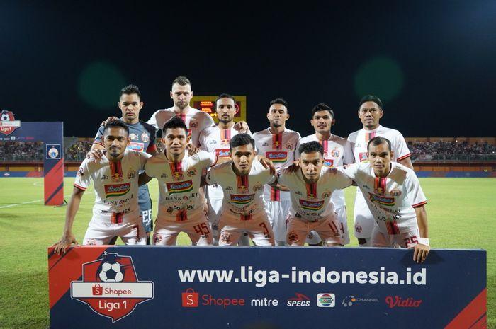 Sesi foto tim Persija Jakarta sebelum menghadapi tuan rumah Madura United di Stadion Gelora Ratu Pamelingan, Pamekasan, Madura, Jumat (16/8/2019).