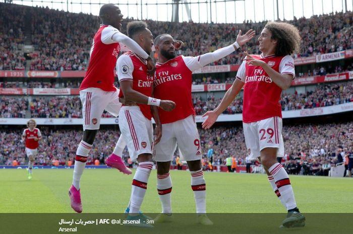 Para pemain Arsenal merayakan gol yang dicetak oleh Pierre-Emerick Aubameyang sekaligus gol yang membawa keunggulan tim menjadi 2-1 atas Burnley pada pekan kedua Liga Inggris 2019-2020.