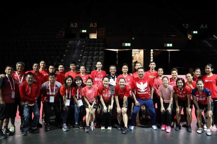 Tim bulu tangkis Indonesia berpose jelang Kejuaraan Dunia 2019 di Basel, Swiss.