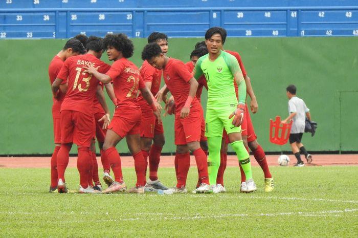 Skuad timnas U-19 Indonesia menjelang laga kontra timnas U-18 Malaysia di Stadion Go Dau, Vietnam, Sabtu (17/8/2019).