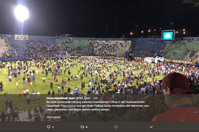 Bentrok suporter di kompetisi sepak bola Honduras, menyebabkan 3 orang tewas,7 lainnya luka-luka.