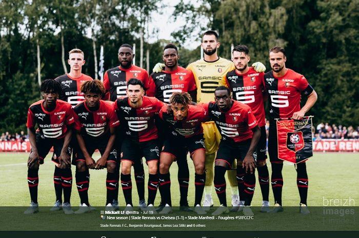Wonderkid asal Perancis, Eduardo Camavinga (pojok bawah kiri) bersama skuat Rennes ketika melakoni laga pramusim.